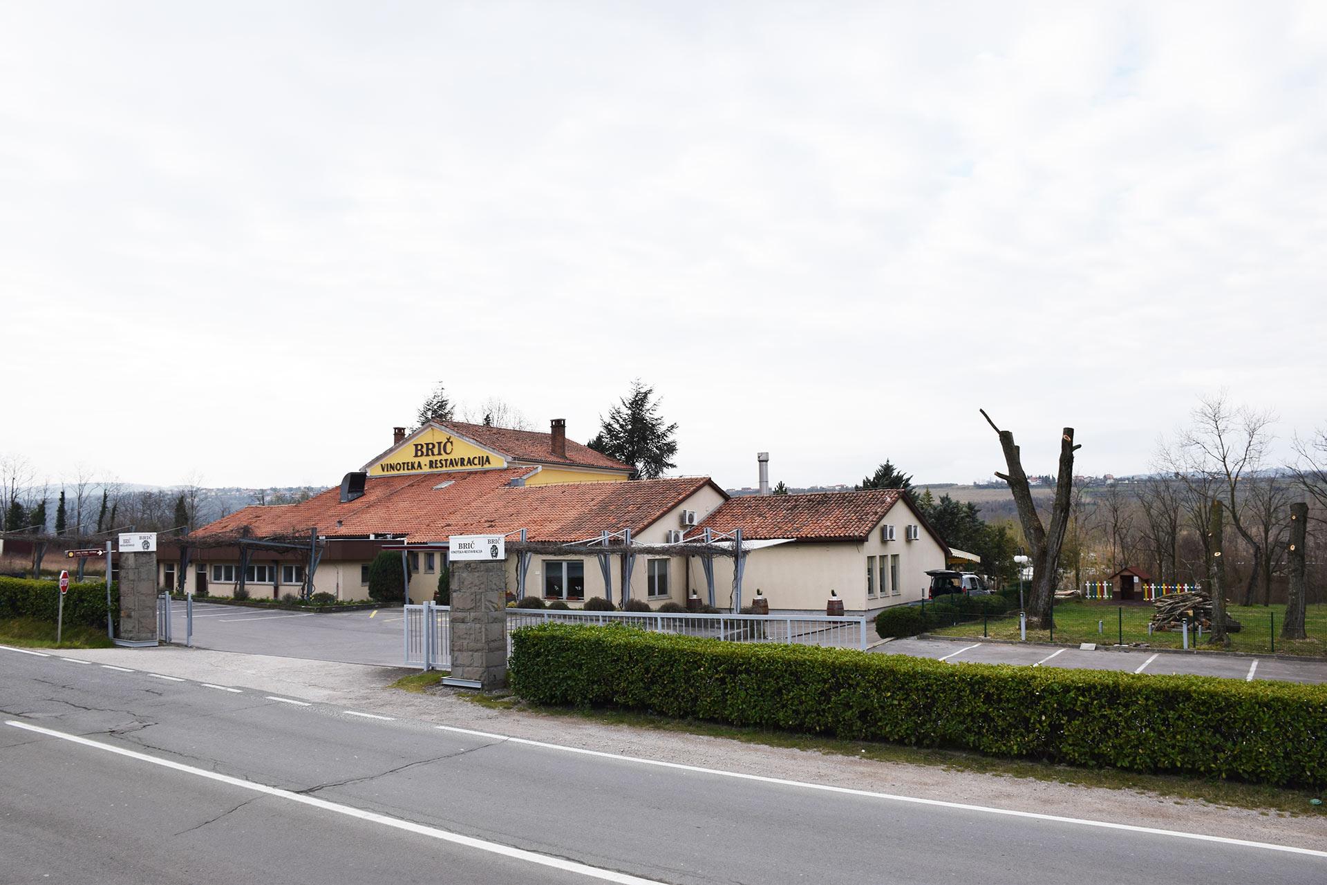 restavracija_zunaj1